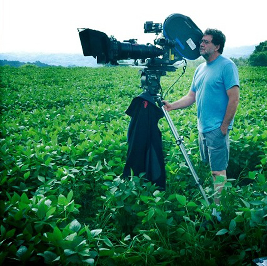 Guillermo Navarro filming 'I Am Number Four', 2010